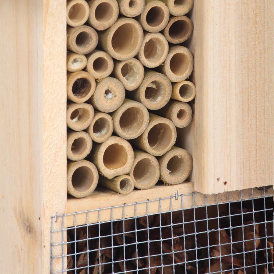 insektenhotel aus holz teak designm bel. Black Bedroom Furniture Sets. Home Design Ideas